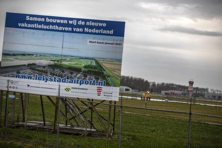 Lelystad Airport kan bijna open, juridisch gezien. Het is nu aan de politiek om er een beslissing over te nemen. Beeld ANP