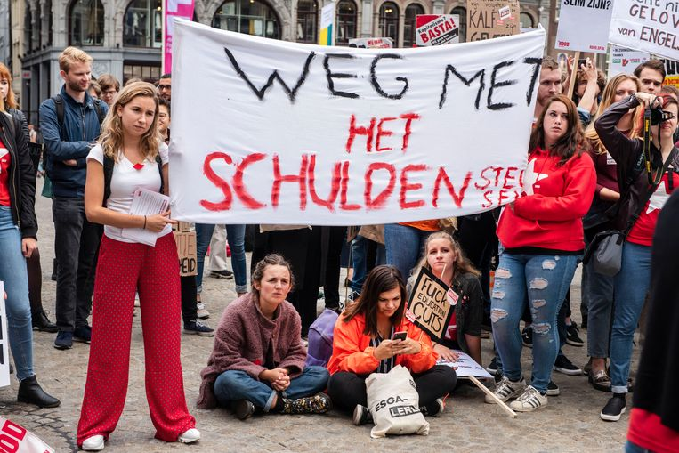 Een studentenprotest op de Dam in 2018, tegen het plan van minister Van Engelshoven om studenten meer rente te laten betalen op studieleningen. Beeld ANP