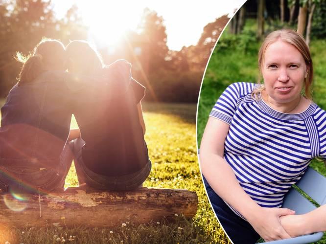 """Hoe ga je verder na het verlies van een kind? Traumatherapeut Lut Celie en Catherine Verguts, mama van de voor altijd 9-jarige Sander, vertellen: """"Veel mensen praten graag over de persoon die ze zijn verloren"""""""