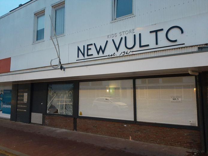 Schade aan de winkel New Vulto nabij de Westermarkt, de ochtend na de rellen van zondagavond