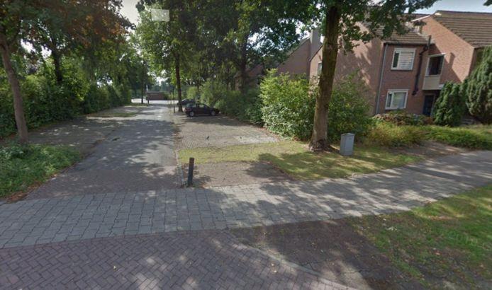 Aan het einde van dit zijstraatje van de Monseigneur Suijsstraat in Reek moet de nieuwe sportaccommodatie Sport en Spel komen.