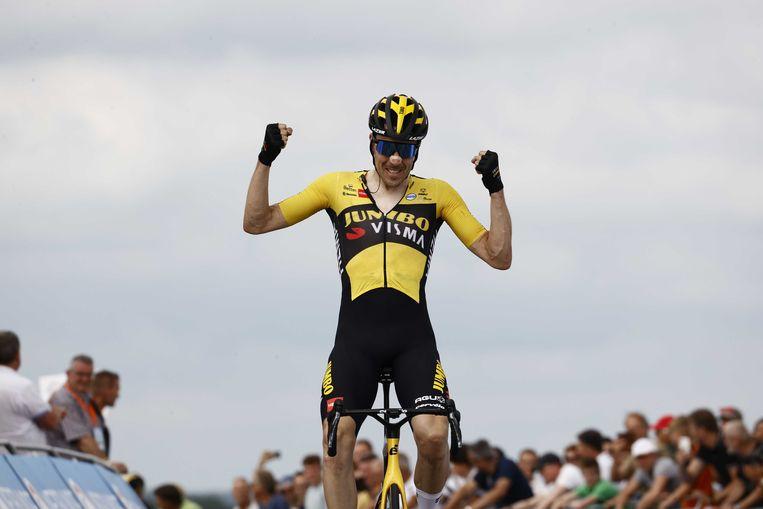 Timo Roosen wint het NK Wielrennen op en rond de VAM-berg.  Beeld ANP