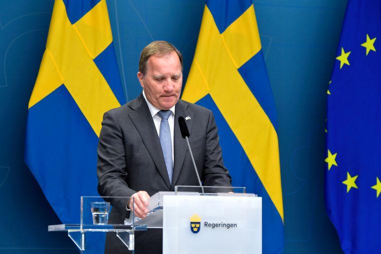 De Zweedse premier Stefan Löfven tijdens de persconferentie na de motie van wantrouwen maandag. Beeld EPA