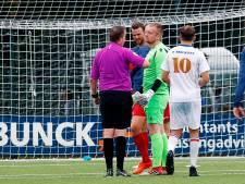 Rode kaart kantelmoment bij FC Breukelen - FC De Bilt: 'Ik werd getorpedeerd'