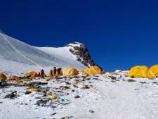 Afvalruimers Mount Everest vinden 3000 kilo troep... en vier lichamen