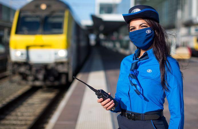 Blauw is het nieuwe grijs bij spoorwegmaatschappij NMBS   Binnenland   hln.be