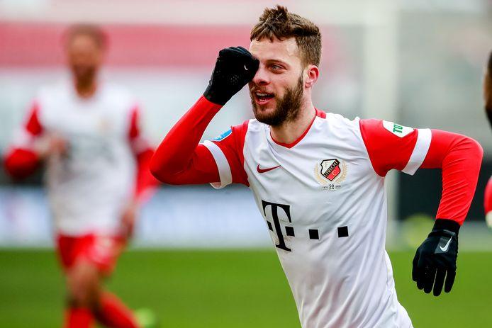 Bart Ramselaar viert zijn doelpunt in de slotfase tegen VVV-Venlo, afgelopen zondag.