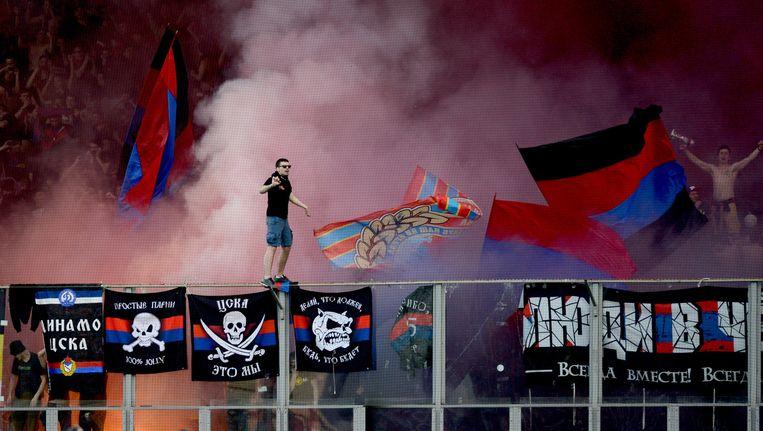 Supporters van CSKA Moskou maken er een feestje van. Beeld getty