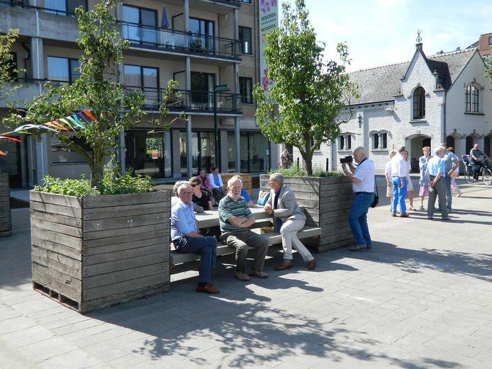 Vandaag zorgen groen, banken en picknicktafels al voor meer gezelligheid. Na de zomer wordt nog verder gewerkt.