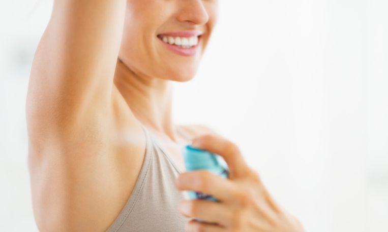 Hierom kun je beter 's avonds deodorant gebruiken
