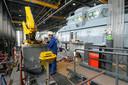 Gewoonlijk krijgen studenten van opleiding Maritieme Techniek op de TU Delft een rondleiding bij Damen Shipyards in Gorinchem. Door de uitbraak van het coronavirus werd het een digitale rondleiding. (foto ter illustratie)