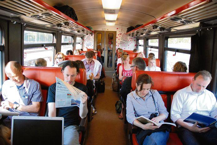 Hoewel de trein reizigers de rust biedt om te lezen of te werken, geven de meeste lezers toch de voorkeur aan reizen met de auto. Ondanks de soms lange files.