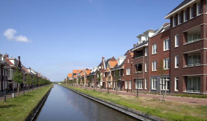 De Gouden Buurten in Berkel en Rodenrijs zijn al even in ontwikkeling. De buurt heeft kenmerkende waterrijke straatjes, zoals hier aan de Zilvergracht.