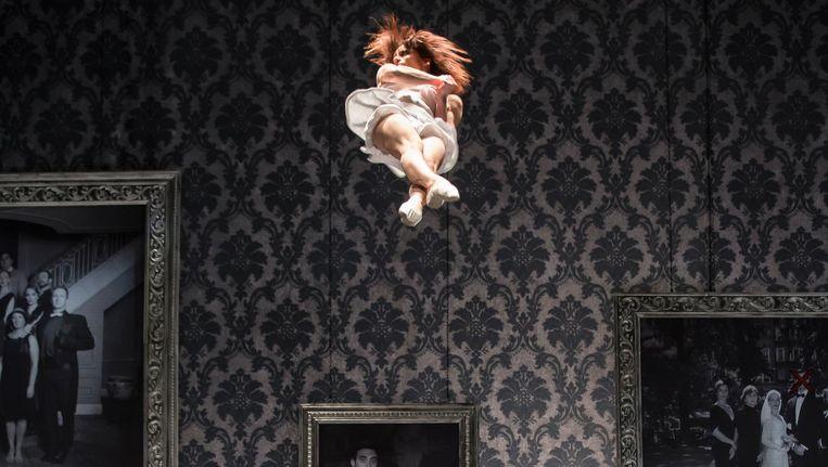 Cirque Le Roux reist met The Elephant in the Room al een paar jaar rond de wereld en wordt overal bejubeld Beeld Eva Trifft