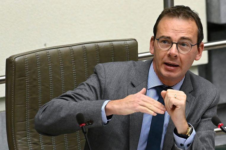 Met het plan wil Vlaams minister van Volksgezondheid Wouter Beke (CD&V) het dreigend personeelstekort opvangen. Beeld Photo News