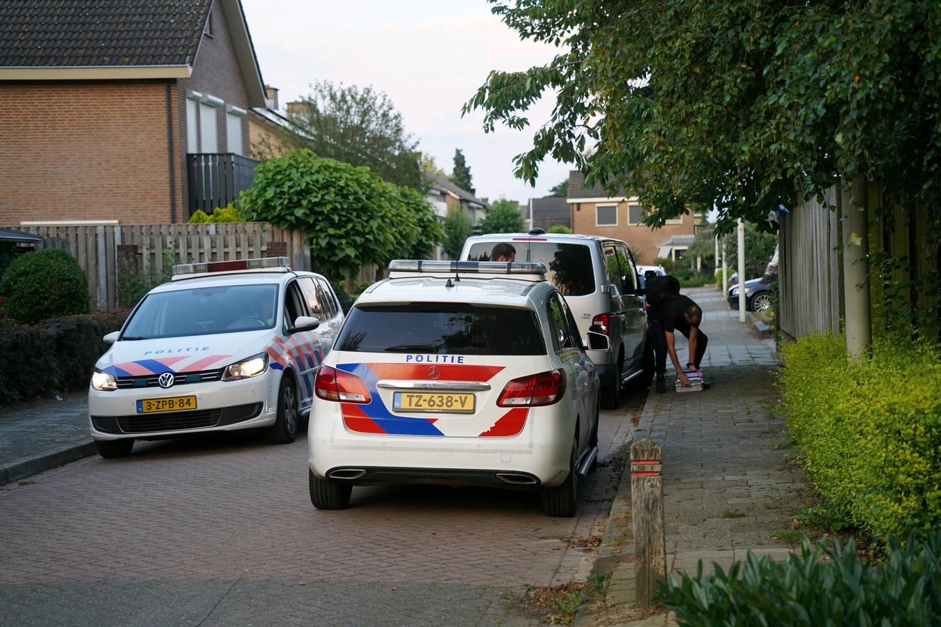 Het onderzoek in de Gladiolenstraat is in volle gang na de vondst van een stoffelijk overschot.