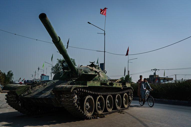 Een Russische tank in Kaboel. Beeld Photo News