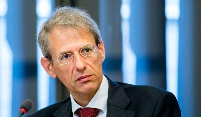 Jaap Uijlenbroek vertrok bij de Belastingdienst om de toeslagenaffaire en zou als volgende baan bij de gemeente Den Haag starten, dat gaat nu niet door.