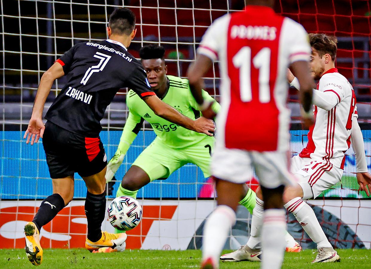 Eran Zahavi tegen Ajax.