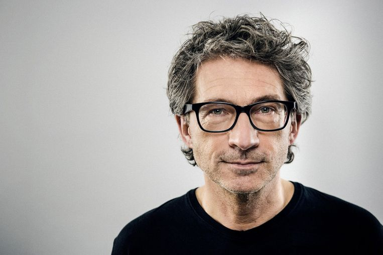 Frénk van der Linden is jJournalist en interviewer, momenteel voornamelijk actief als presentator van het NTR-radioprogramma Kunststof. Beeld
