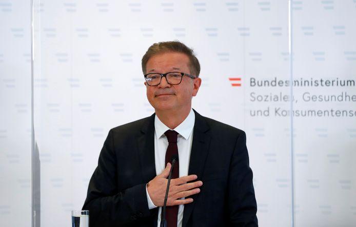 Oostenrijks minister van Volksgezondheid Rudolf Anschober tijdens een persconferentie.