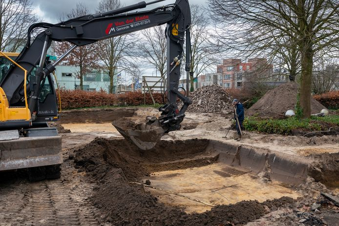 Het kappen van bomen is nog niet gestart maar er wordt al wel gegraven met materieel.