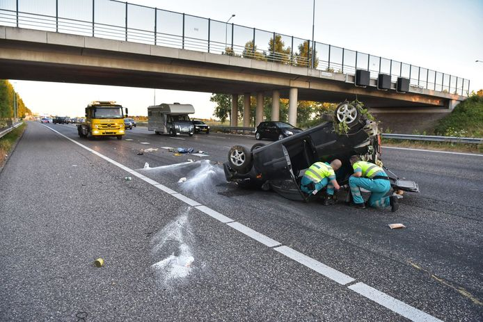 A16 auto ondersteboven