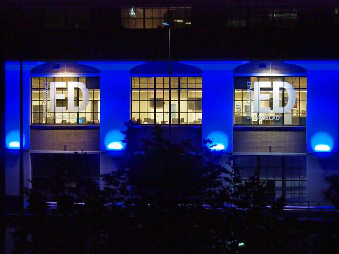 Avondbelichting op het glasbebouw op Strijp-S met uitlichting redactie ED