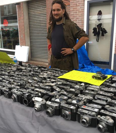 Handel op fotograficamarkt Doesburg stuk minder door slechte weer