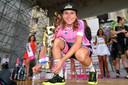 Annemiek van Vleuten op het podium na haar winst van de Giro Rosa op 14 juli 2019 in Udine.