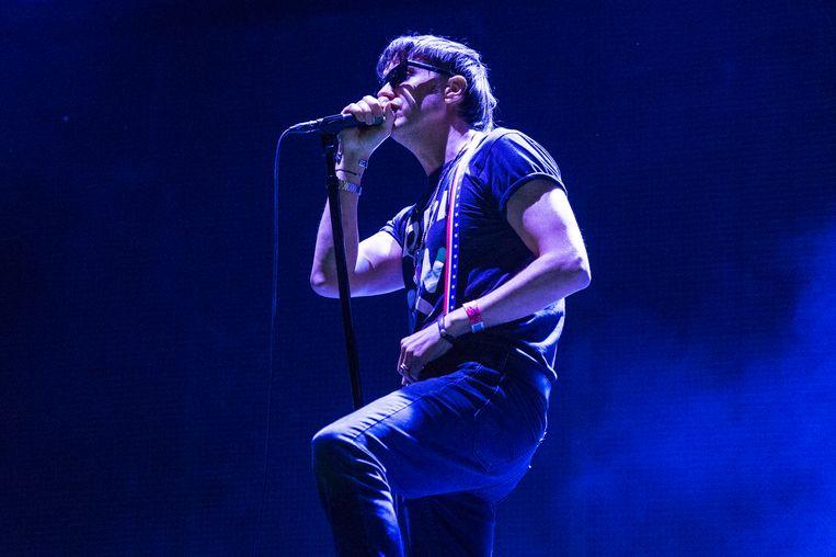 The Strokes-frontman Julian Casablancas tijdens een concert in 2019. Beeld Amy Harris/Invision/AP