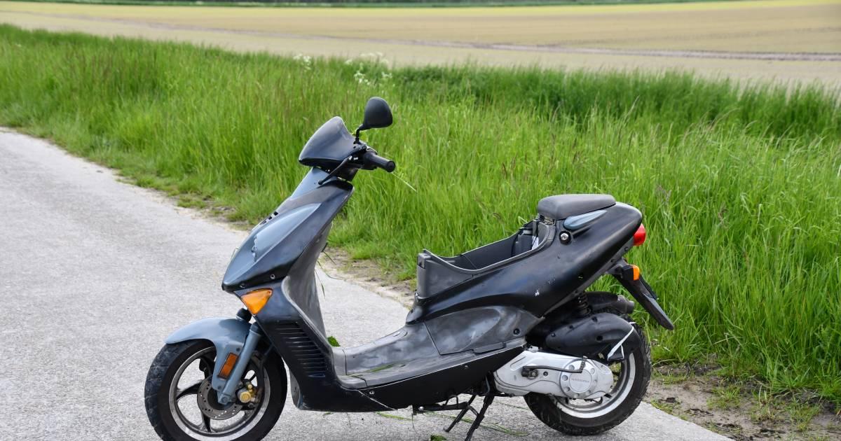 Scooterrijder op de vlucht na ongeluk Wilhelminapolder.