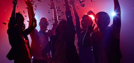 Uren durend coronafeest met 14 jongeren in klein appartement in Oss: politie grijpt in