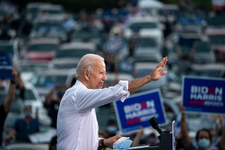 Joe Biden spreekt zijn aanhang toe in Atlanta.  'Als wij Georgia winnen, winnen we alles.'  Beeld Getty Images