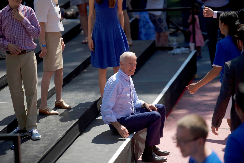 J'oe Biden is in zijn omgang met vrouwen een fossiel dat moeite heeft om de jaren 60 achter zich te laten' Beeld REUTERS