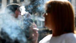 """Wanneer e-sigaret gevaarlijk wordt: """"Vapen is manier geworden om van alles en nog wat te vernevelen"""""""