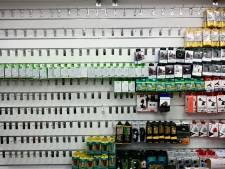 Politie neemt inboedel van telefoonwinkel in beslag na vermeende fraude
