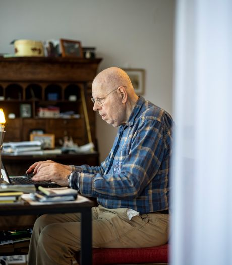 Taalman Kees van Kempen neemt afscheid van de krant: 'In een huis vol boeken ontdek je de schoonheid van taal'