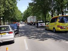 Fietser zwaargewond bij aanrijding met auto bij Rhenen, N225 weer vrij