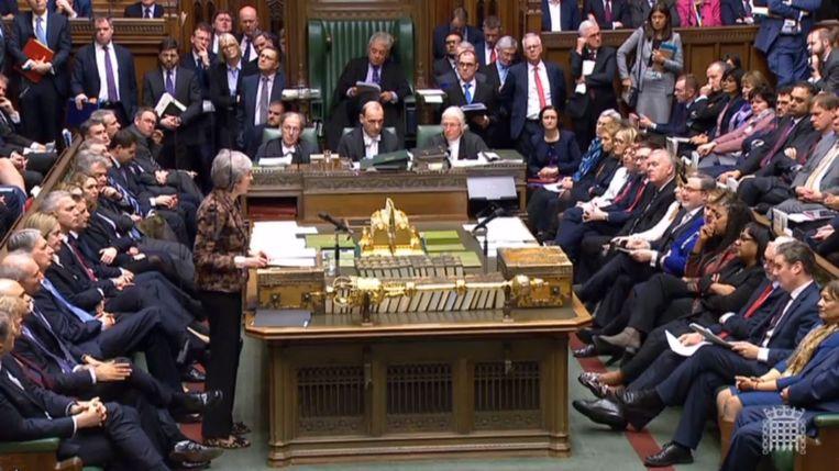 De Britse premier Theresa May in het Lagerhuis. Beeld EPA