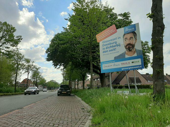 Een billboard langs de Kraakselaan moet Doesburgers enthousiasmeren voor glasvezel.