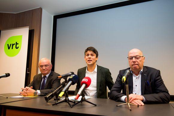 CEO ad interim Leo Hellemans (r.), samen met Vlaams minister van Media Benjamin Dalle (CD&V, m.) en voorzitter van de Raad van Bestuur Luc Van den Brande (l.).