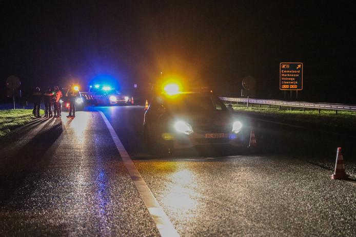 De weg werd afgezet, de politie heeft het ongeluk in onderzoek