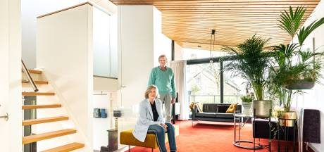 Margreet verkoopt haar bijzondere woning voor 1,1 miljoen: 'Alsof je een kunstwerk bewoont'