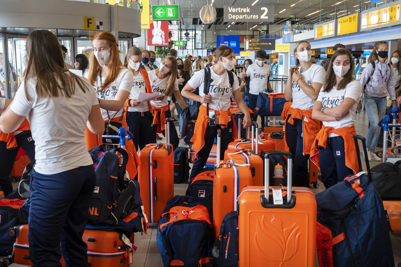 Olympische sporters vertrekken vanaf luchthaven Schiphol naar Tokio. Beeld ANP