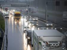 Code geel tijdens ochtendspits vanwege zware windstoten, uit heel Brabant meldingen van stormschade