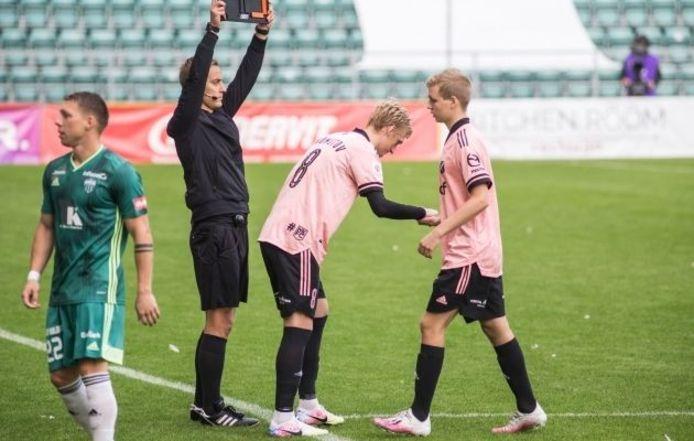 Lauri Suup disputait son tout premier match en division 1, il a quitté la pelouse après 13 secondes.