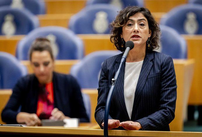 Sadet Karabulut (SP) tijdens een debat in de Tweede Kamer.