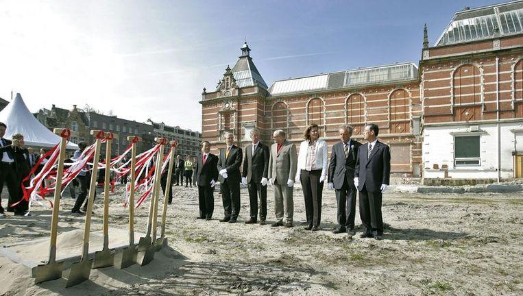 En dit was het begin van de verbouwing van het Stedelijk. Compleet met Japanse ceremonie. Foto GPD Beeld