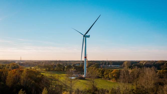 Eerste windturbine vlakbij E34 in Zoersel is een feit